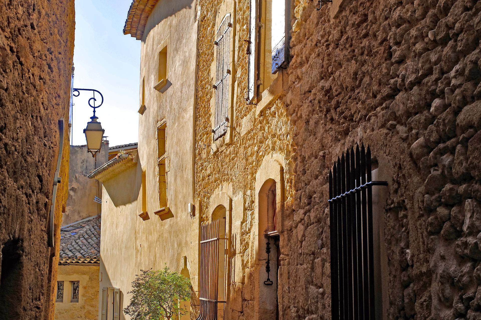 Ruelle étroite d'un village du Luberon