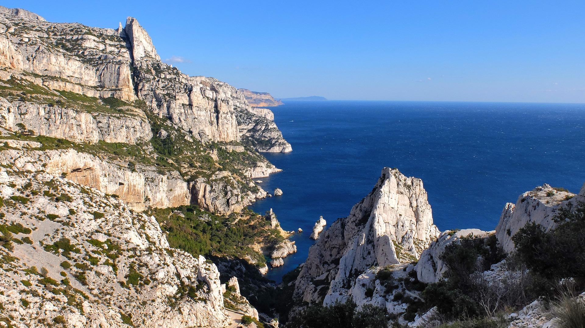 Faire une randonnée dans les calanques de Marseille