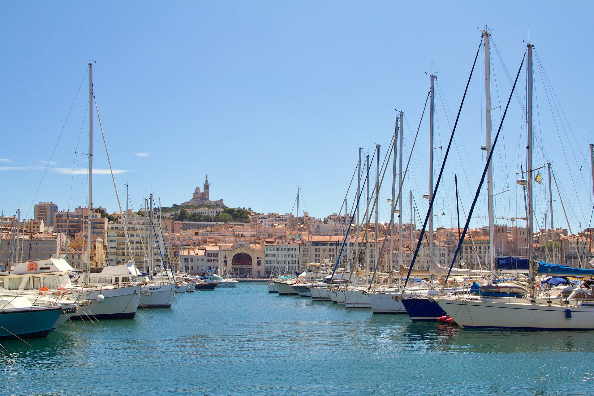 Le Vieux Port de Marseille, vue sur la Bonne-Mère
